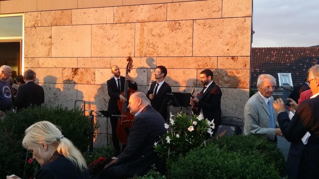 Terrasse Thüringer Landesvertretung mit Jazzband