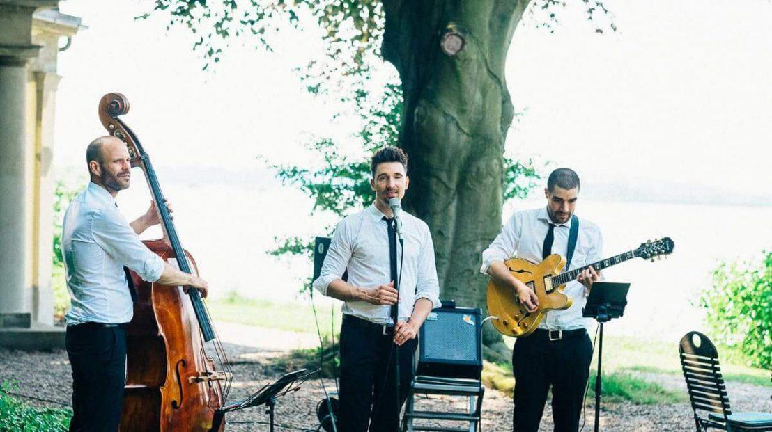 Trio als Band auf einem Sommerfest