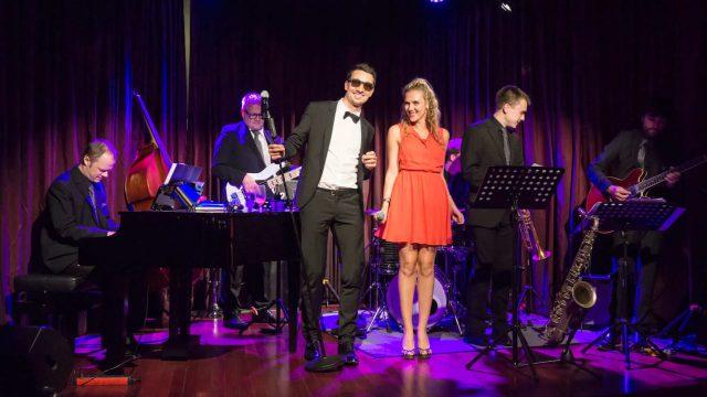 2 Sänger mit Ball Band