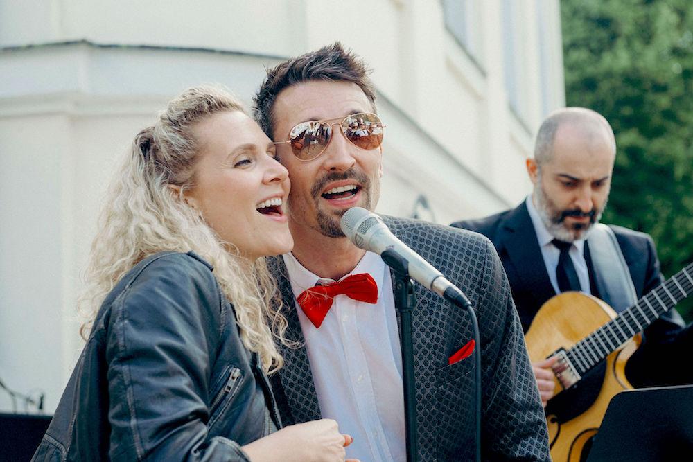 Unplugged Band mit 2 Sängern bei einem Empfang